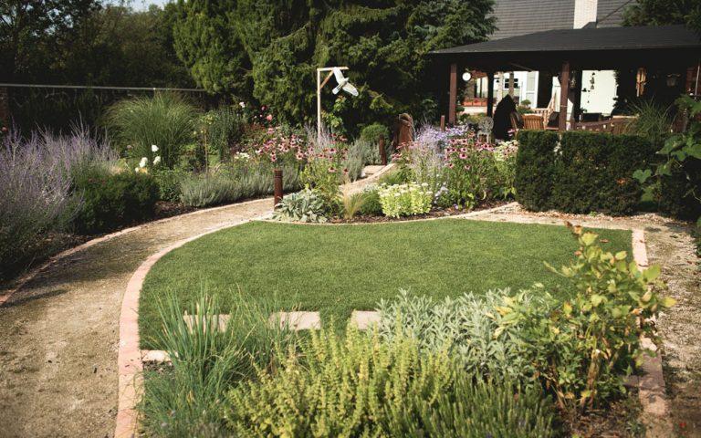 Premena úžitkovej záhrady na okrasnú