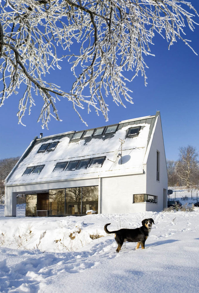 Sedlová strecha s množstvom okien