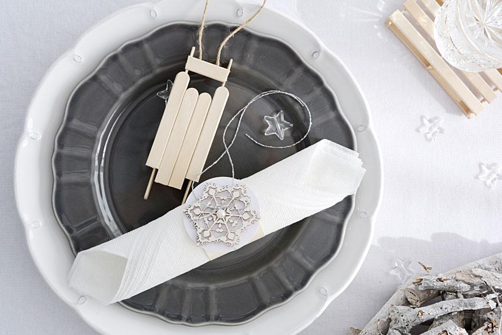 Sviatočne prestretý stôl: Vyrobte si drobné dekorácie