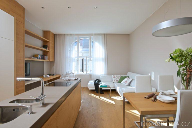 Malý byt s netradičným interiérovým prvkom – ónyxom