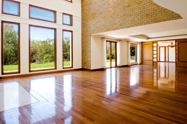 Ako sa správne starať o podlahu, aby vydržala čo najdlhšie ako nová