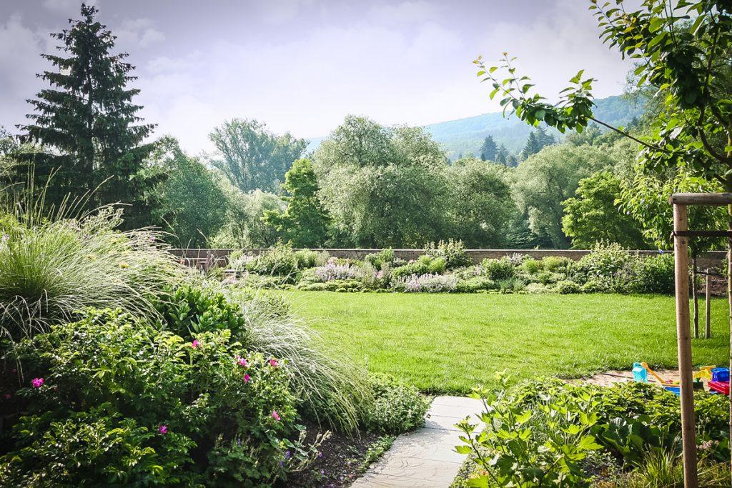 záhrada nad riekou