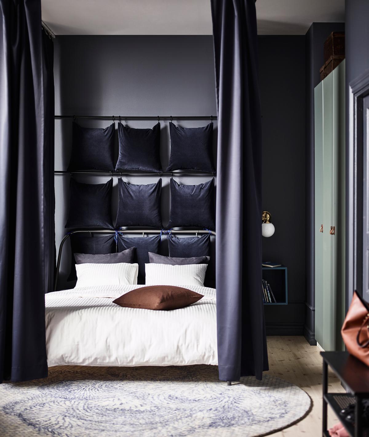 posteľ so závesom