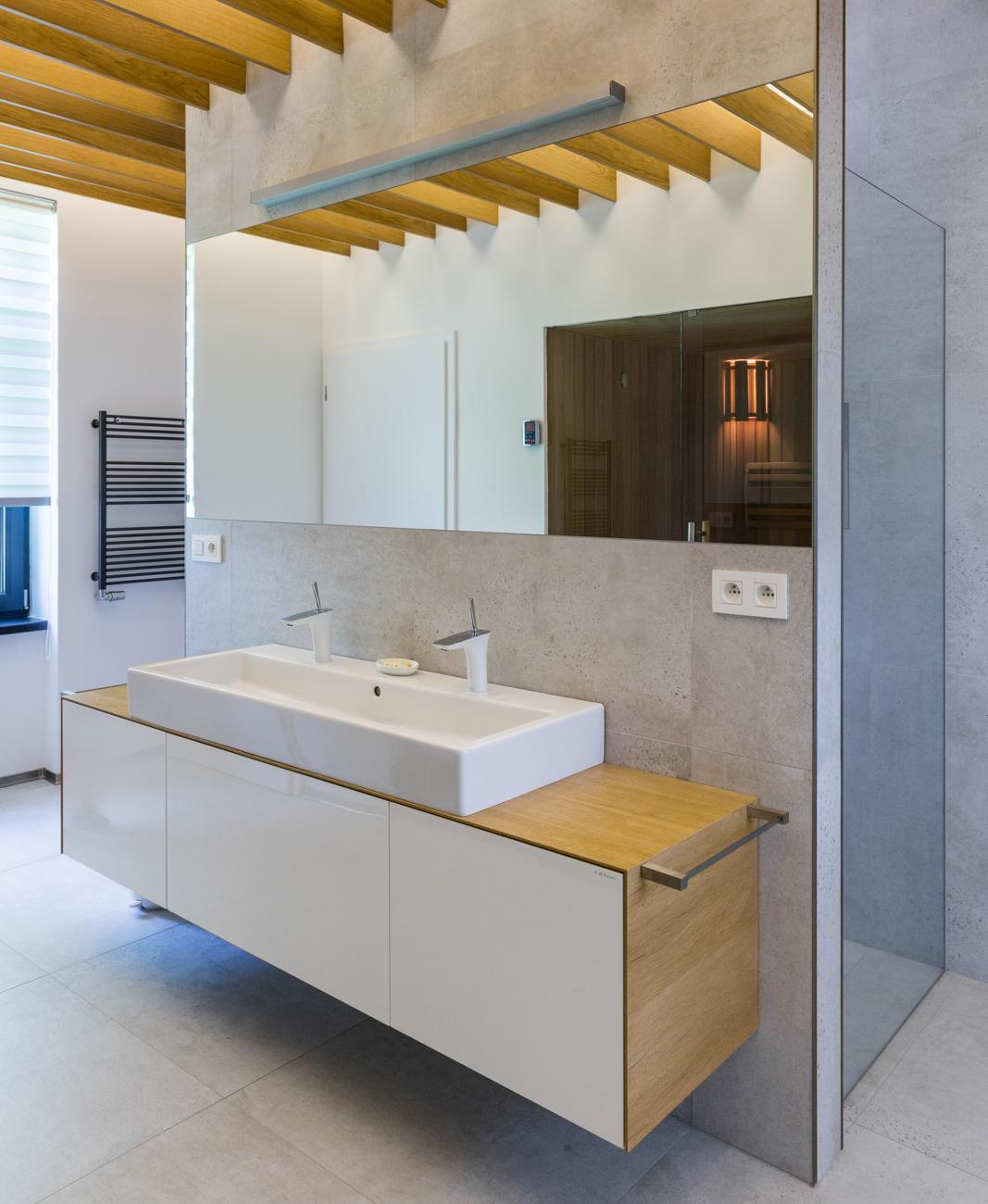 Kúpeľňa s lamelami a led osvetlením