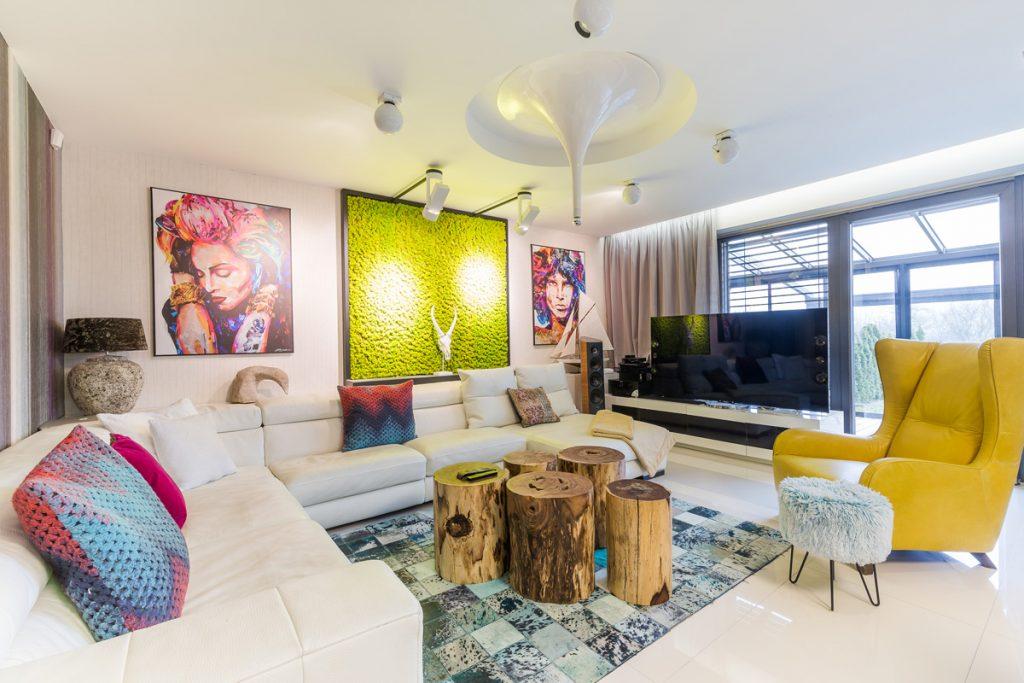 Vysnívaný domov: Moderný nadčasový interiér s odvážnym dizajnom