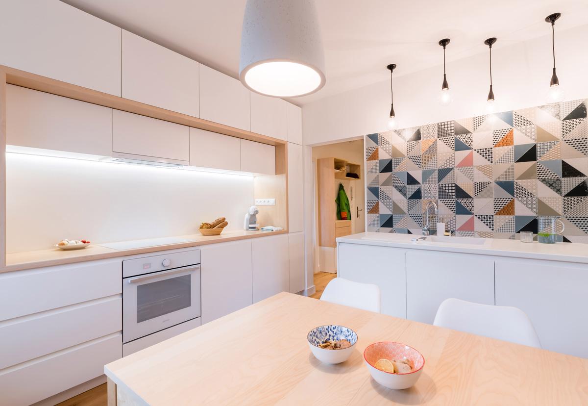 Biela kuchyňa, otvorený priestor