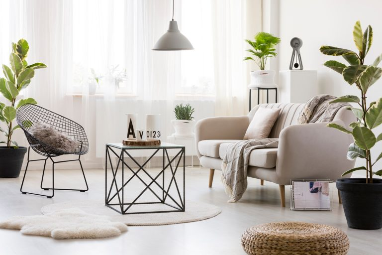 Príručné stolíky ako originálne dekorácie