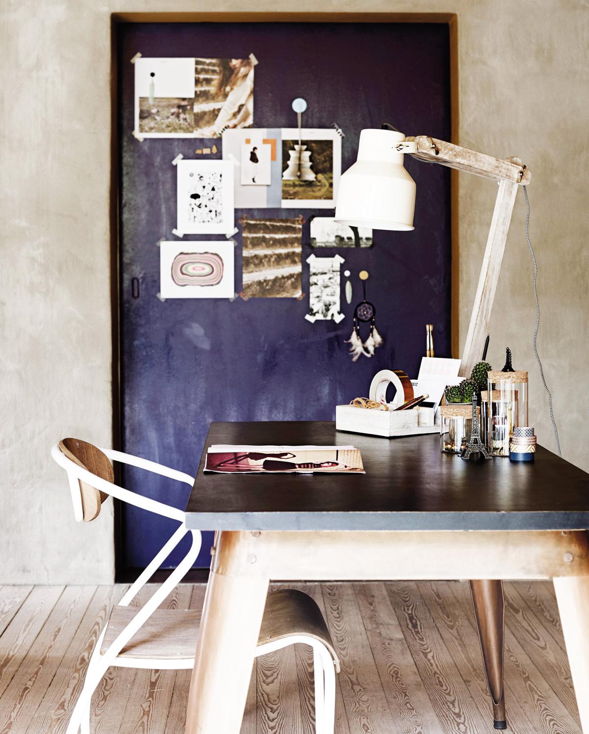 pracovný stôl