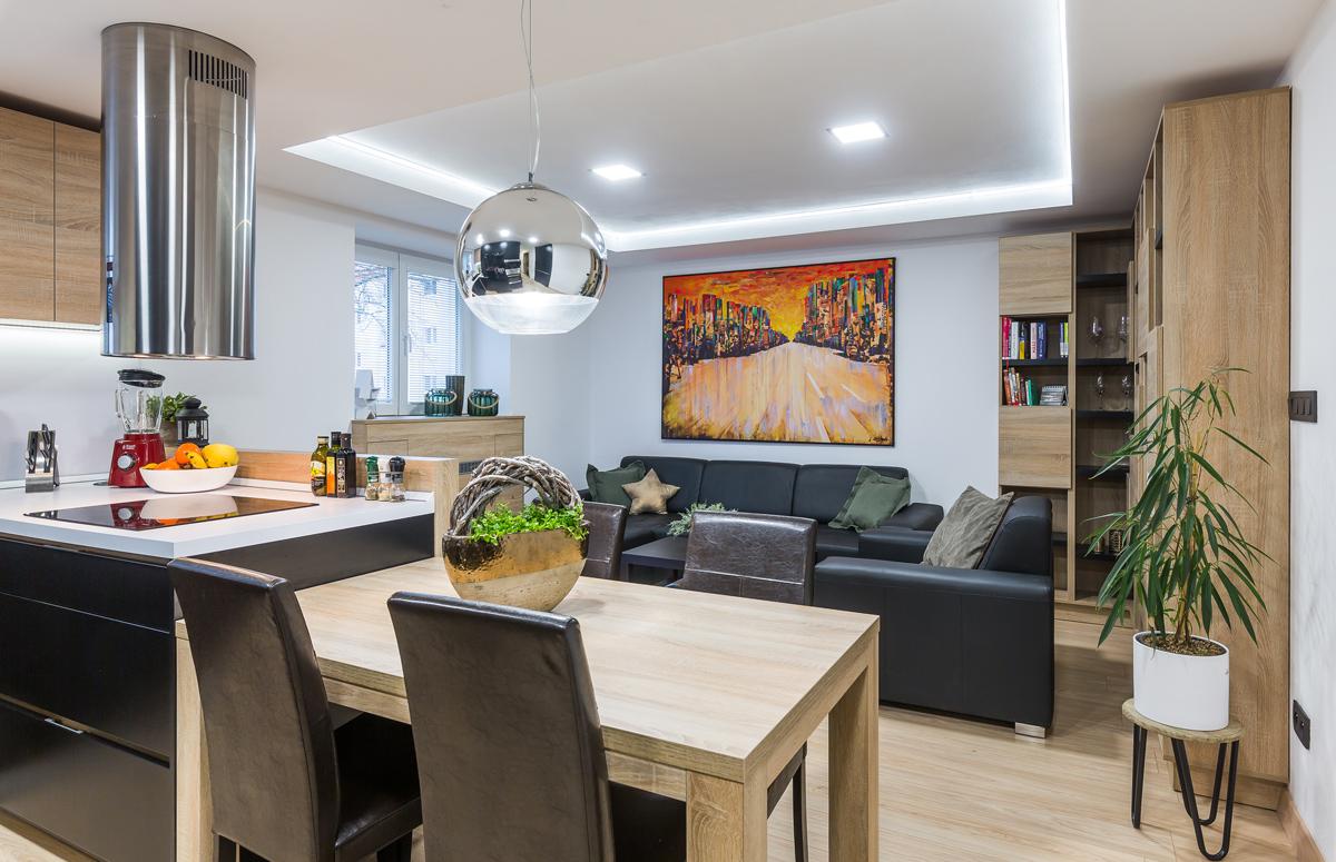 Obývačka spojená s kuchyňou
