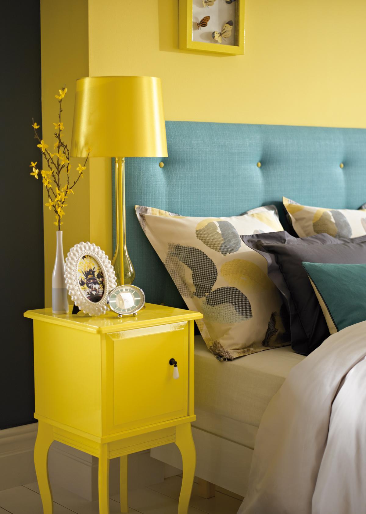 Žltá v interiéri