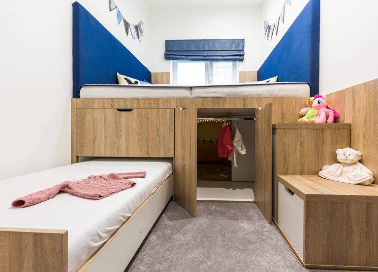 Spálňa pre troch na 10 metrov štvorcových? Ide to