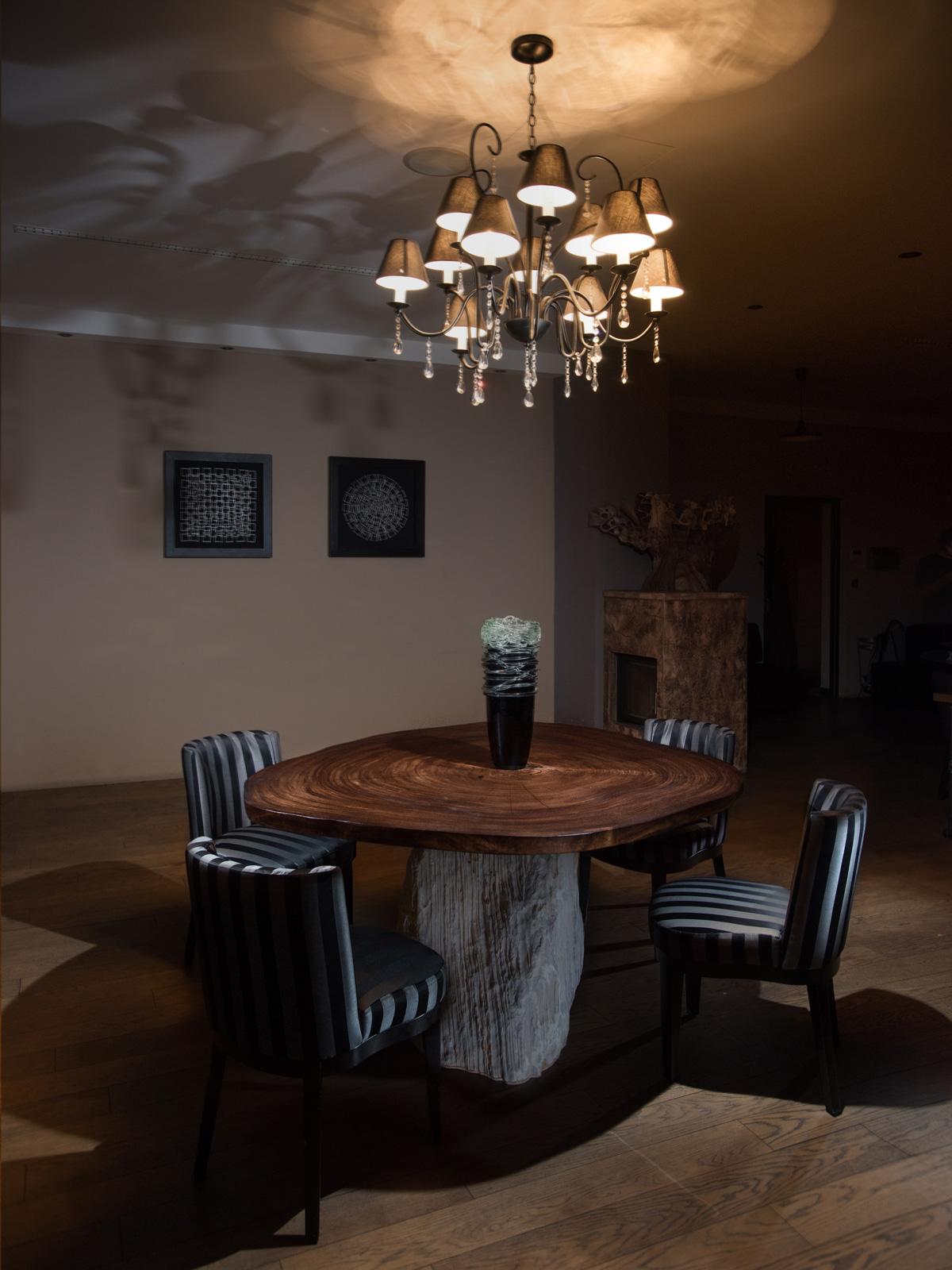 stôl z dreva