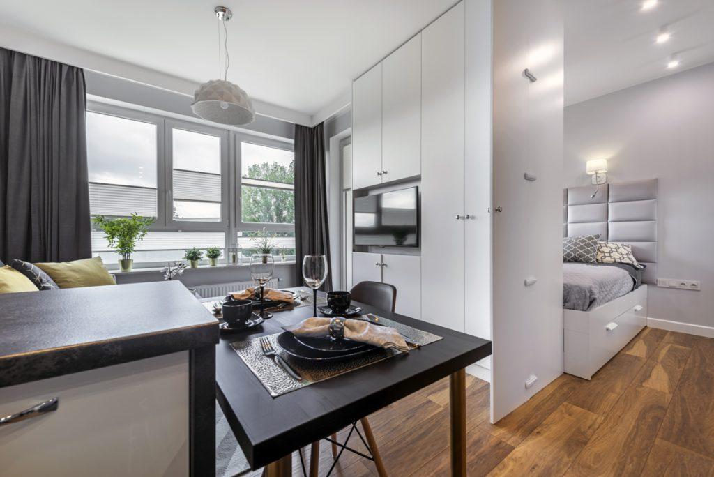 4 spôsoby, ako si vytvoriť spací kút v malom byte bez stavebných zásahov