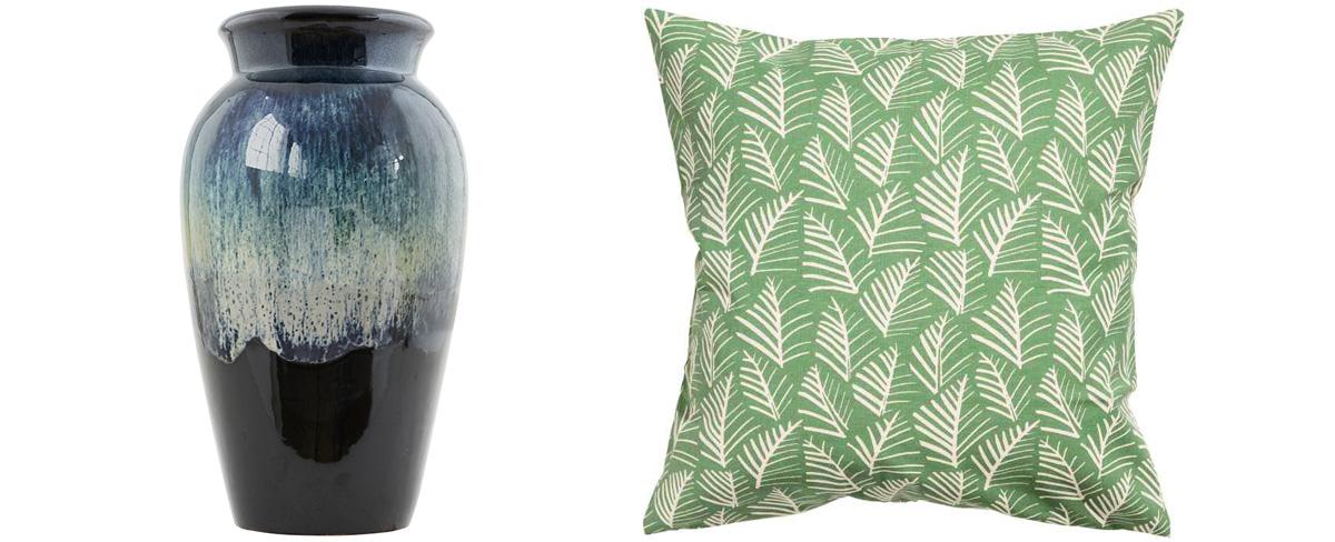 váza Antique od House Doctor, keramika, výška 35 cm, 42,40 €,  www.bellarose.sk poťah na vankúš, bavlna, 40 × 40 cm, 4,99 €, H&M HOME