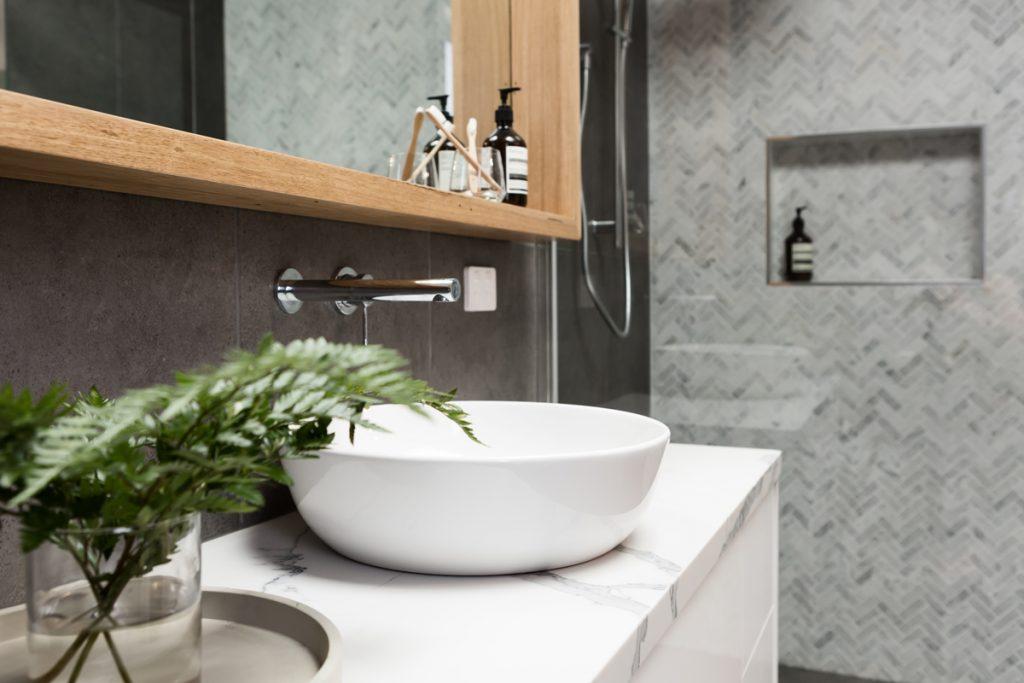 Ako navrhnúť malú a zároveň komfortnú kúpeľňu