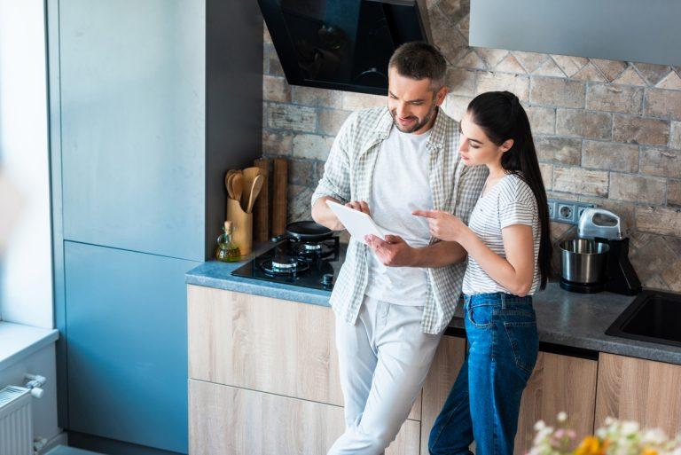 Inteligentná domácnosť pomocou ovládačov dokáže ušetriť desiatky klasických úkonov