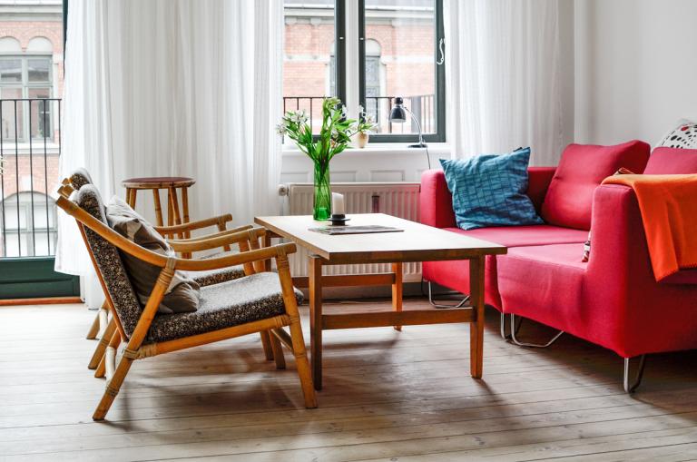 Červená farba vinteriéri – áno či nie?