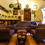 Interiér kaviarne Divná pani v Banskej Štiavnici