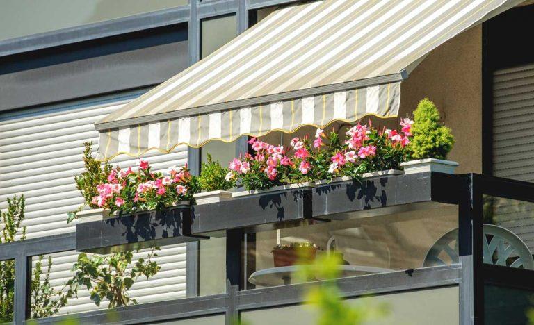 Ako si efektívne zatieniť terasu a balkón