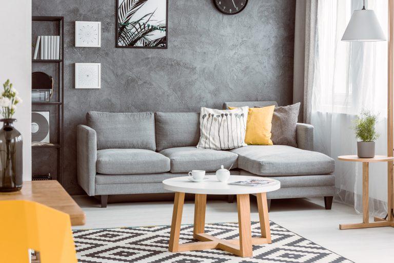 Kreatívne úpravy stien, ktoré vnesú do obývačky jedinečnú atmosféru