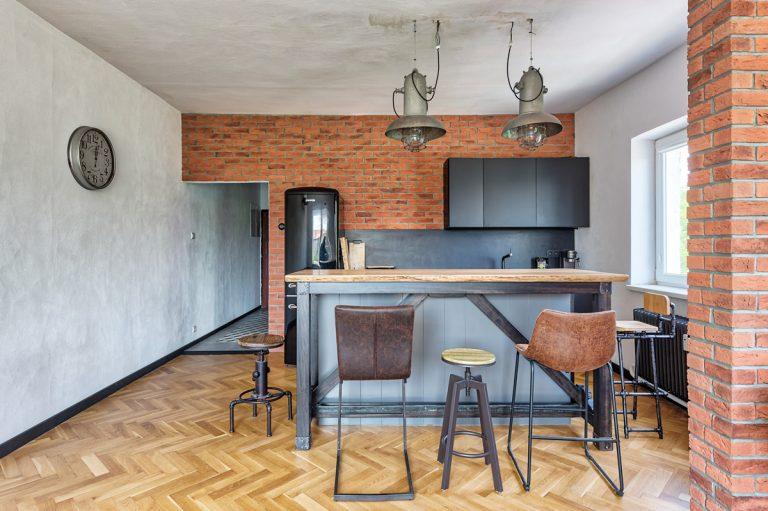 Staré byty mávajú svoje tajomstvá skryté pod povrchom omietok. Jeden taký sa podarilo prerobiť na moderný priestor