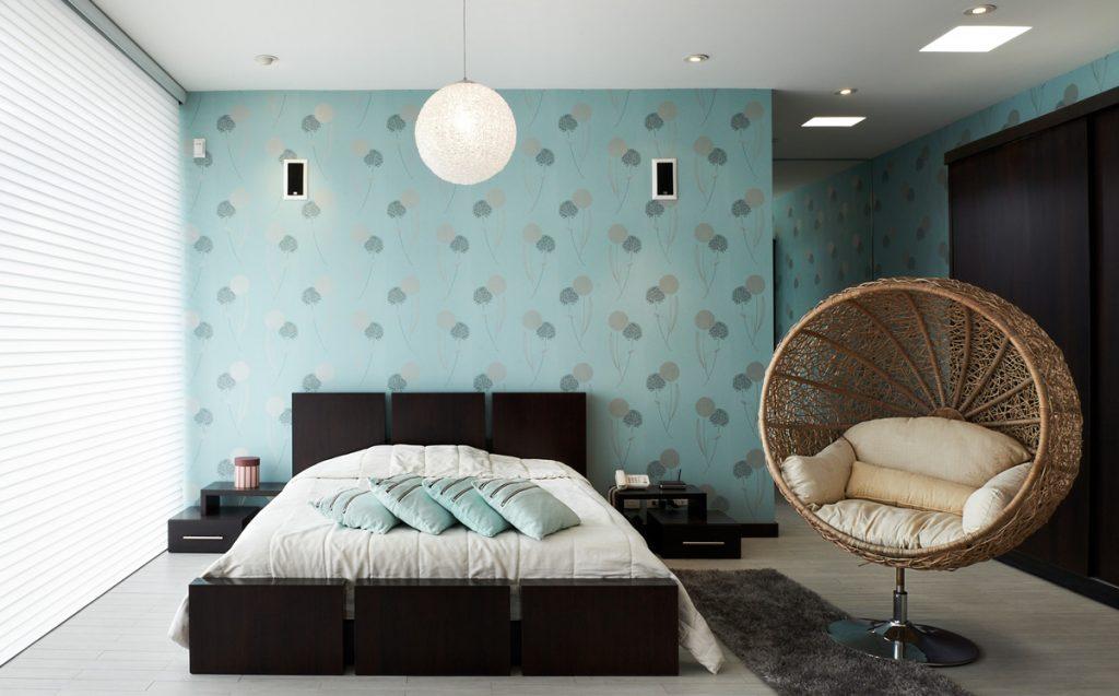 Správne farby večer upokoja a ráno naštartujú. Aká je ideálna kombinácia farieb do spálne?