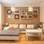 Obývačka v modernom vidieckom a vintage štýle.