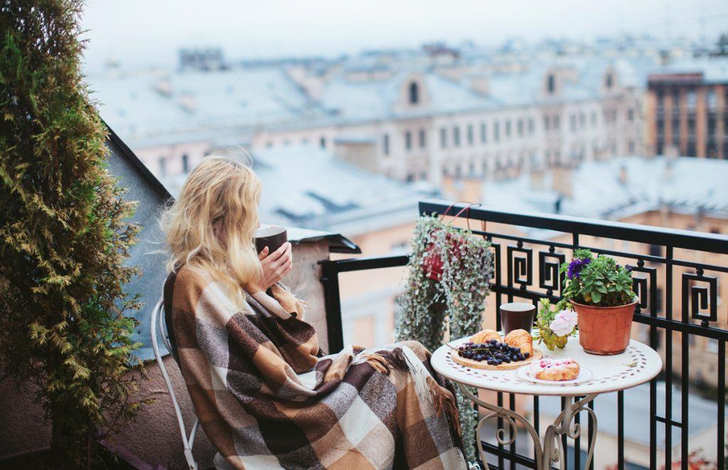 Zútulnite si balkón či terasu a využite ich večerné čaro na príjemné jesenné posedenie