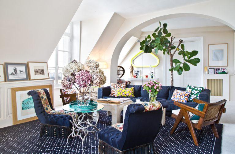Byt v Paríži interiérovej dizajnérky plný nezvyčajných farebných kombinácii