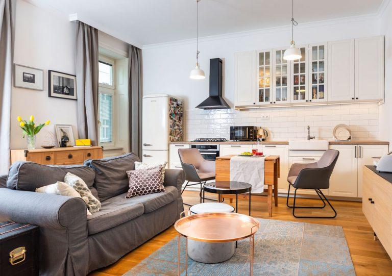 Staromestské bývanie s modernou jednoduchosťou
