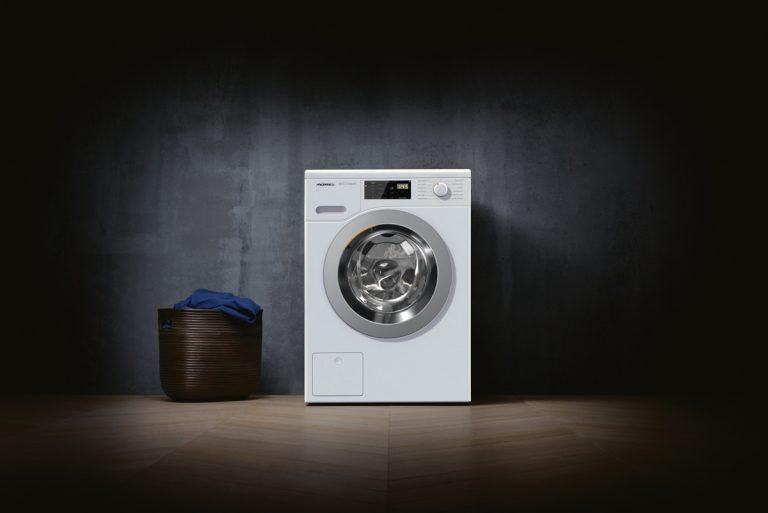 Iba na krátky čas – práčka Miele s možnosťou umiestnenia  pod pracovnú dosku v kuchyni