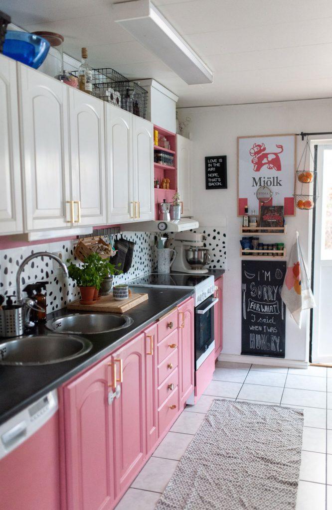 farebná kuchyňa