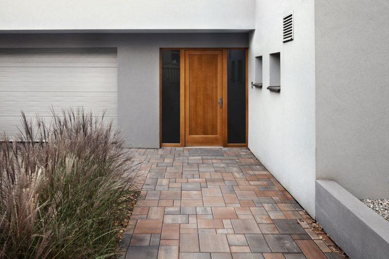 Ako si vybrať betónovú dlažbu, tak aby dokonale podporila harmóniu vášho priestoru