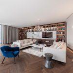 obývačka s otvorenými policami