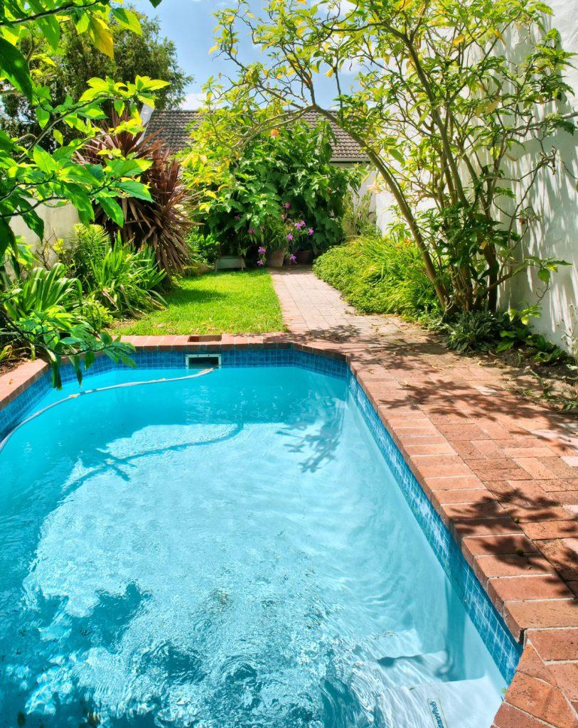 umiestnenie bazéna v záhrade