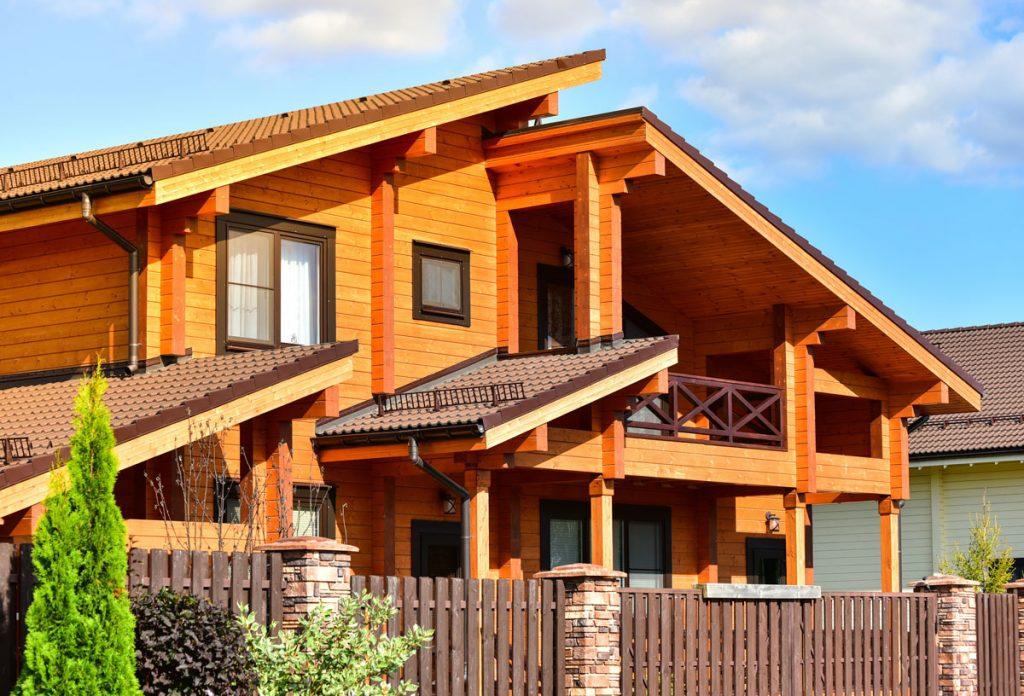 drevená fasáda na dome