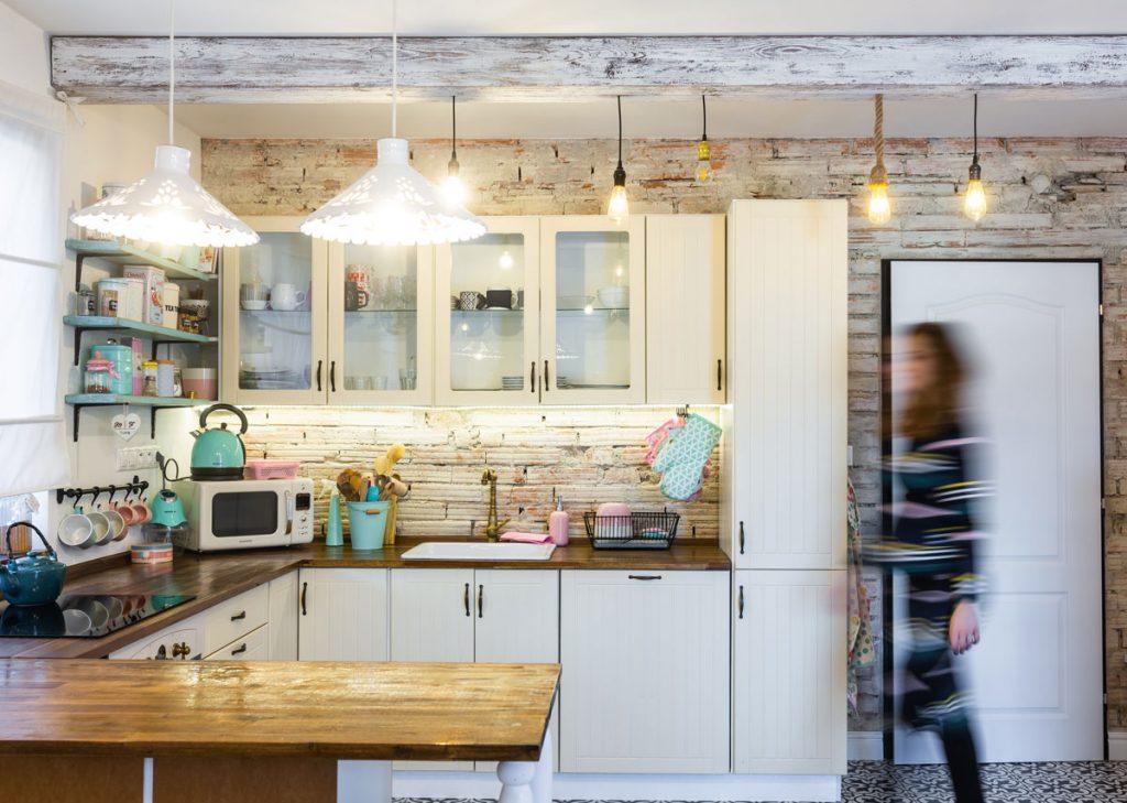 tehlová stena v kuchyni