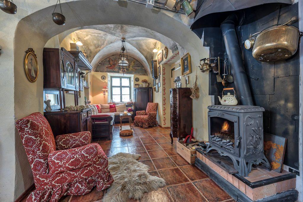 nostalgický interiér v Apartmánoch na Trojici s klenutými stropmi