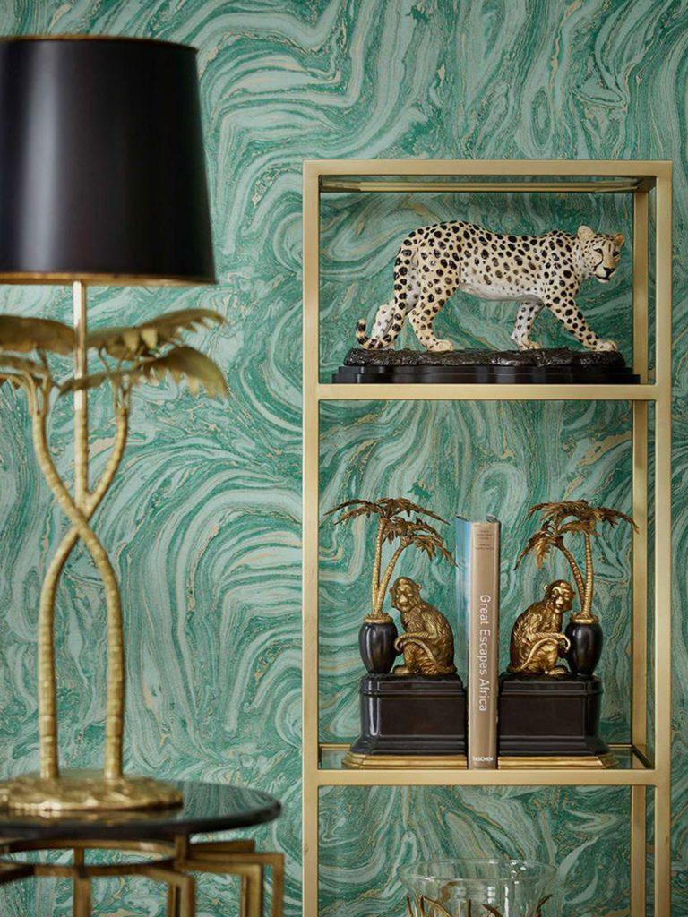 dekorácie zvieracích sošiek leoparda a opíc v interiéri