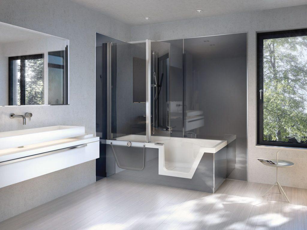 kúpeľňa v sivej farbe s vaňou s dvierkami