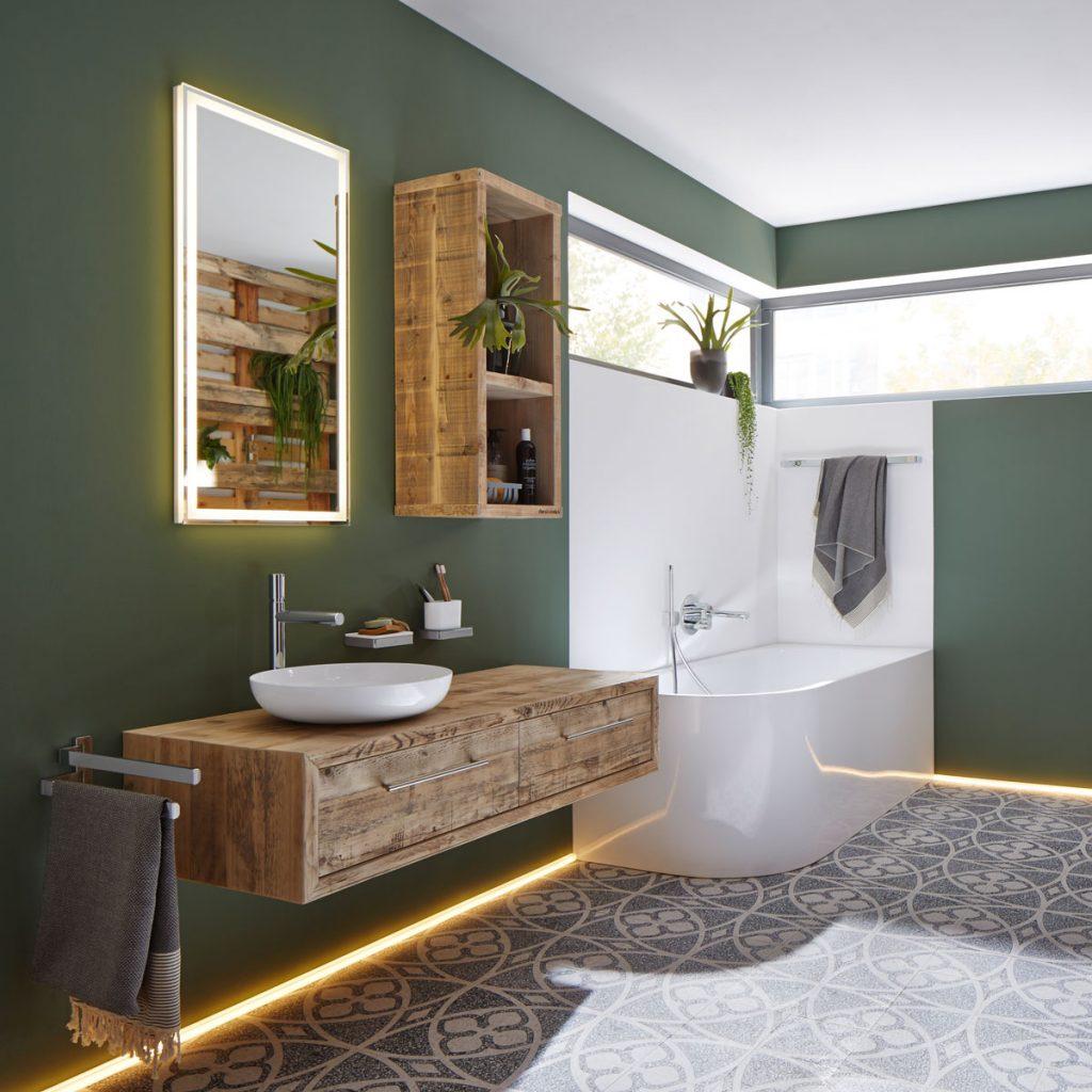 kúpeľňa s wellness rohovou vaňou, dreveným nábytkom a vzorovanou dlažbou