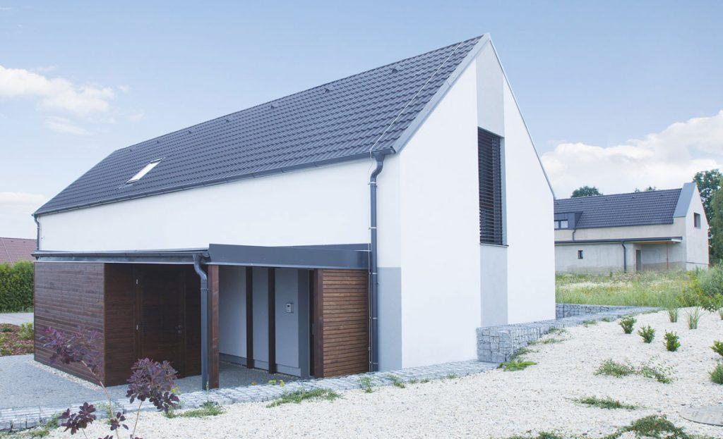 rodinný dom s betónovou strešnou krytinou