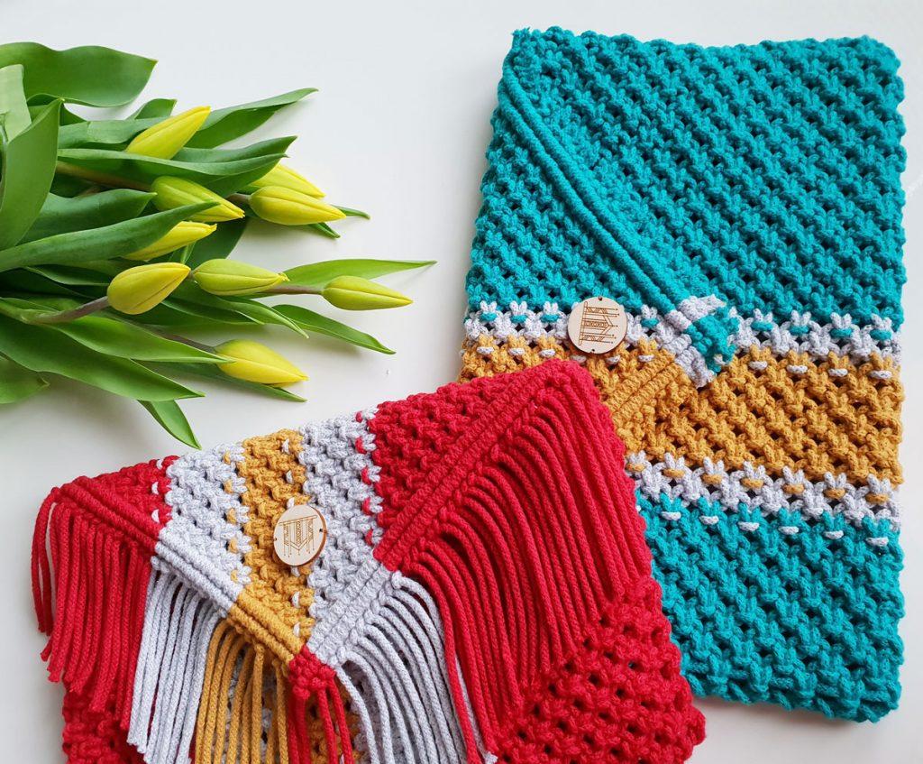 farebné makramé kabelky v červenej a tyrkysovej