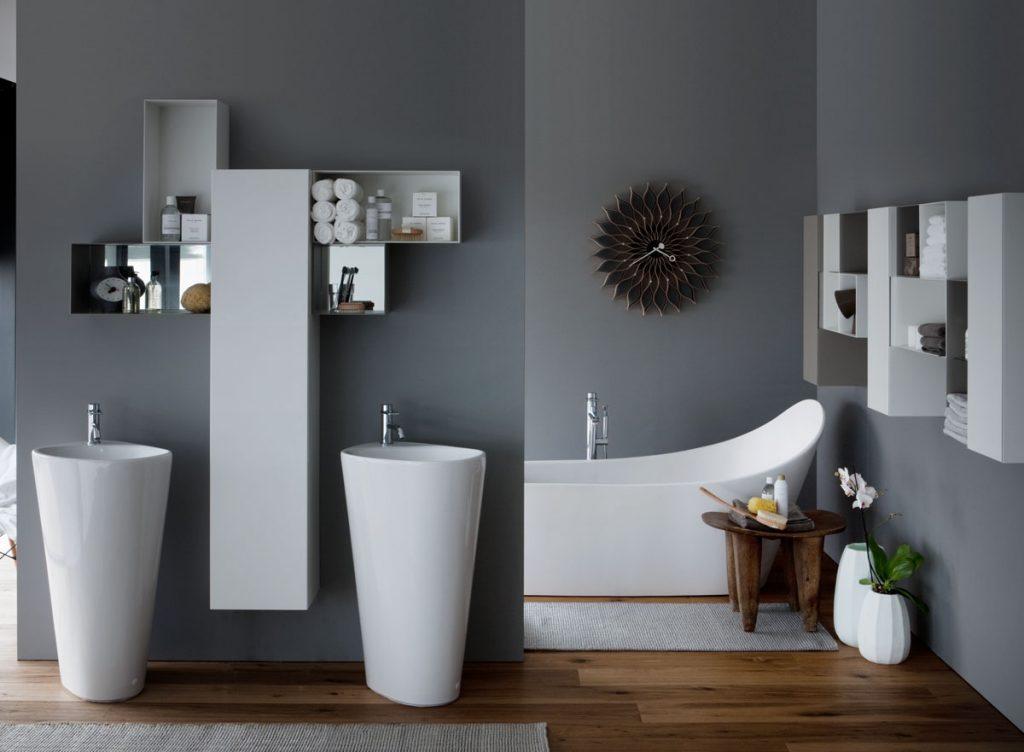 elegantná kúpeľňa s atypickou dizajnovou sanitou