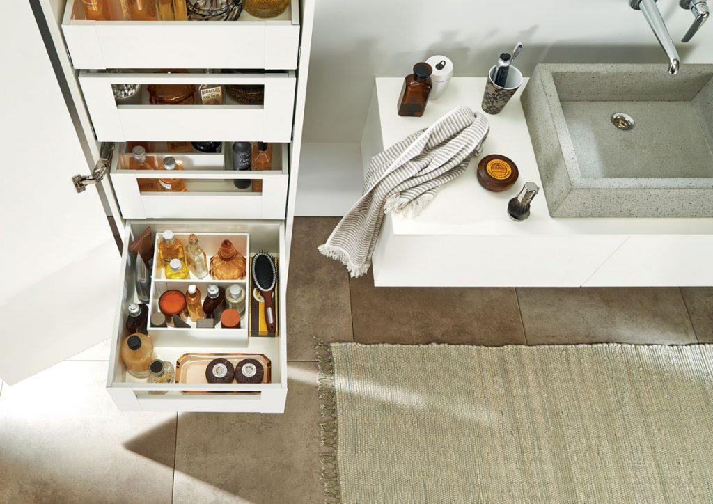 kúpeľňové skrinky so zásuvkami s prehľadnými bočnými stenami