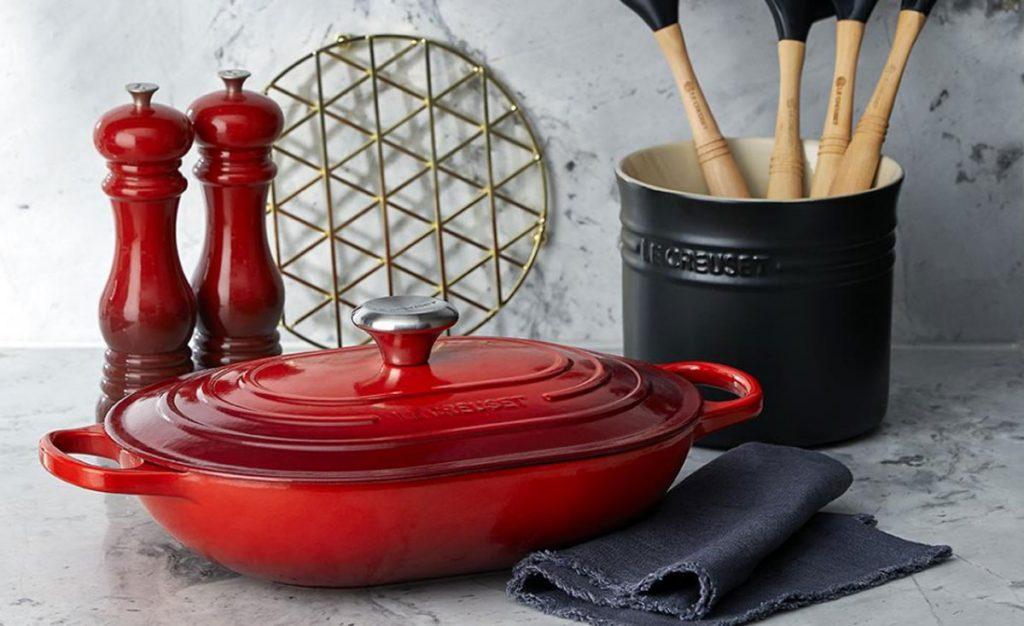 liatinový Le Creuset - hrniec Oblong v červenej farbe