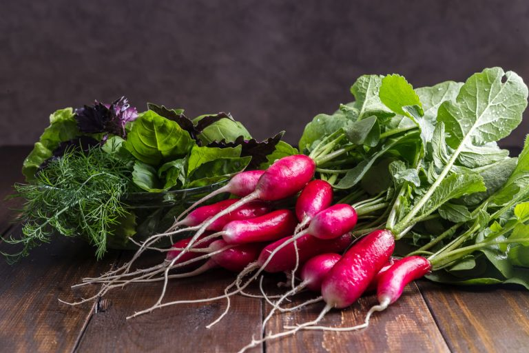 Zvyšky zo zeleniny už nevyhadzujte! Radšej si z nich vypestujte zdravé vňate