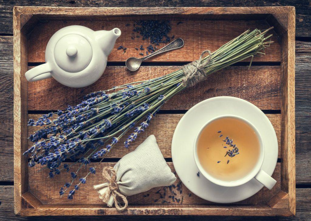 levanduľový čaj s vreckom sušenej levandule