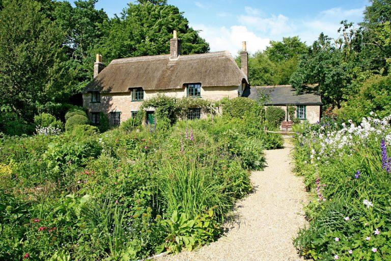 Záhradné chodníky v kocke: Všetko, čo potrebujete vedieť o najpoužívanejších materiáloch