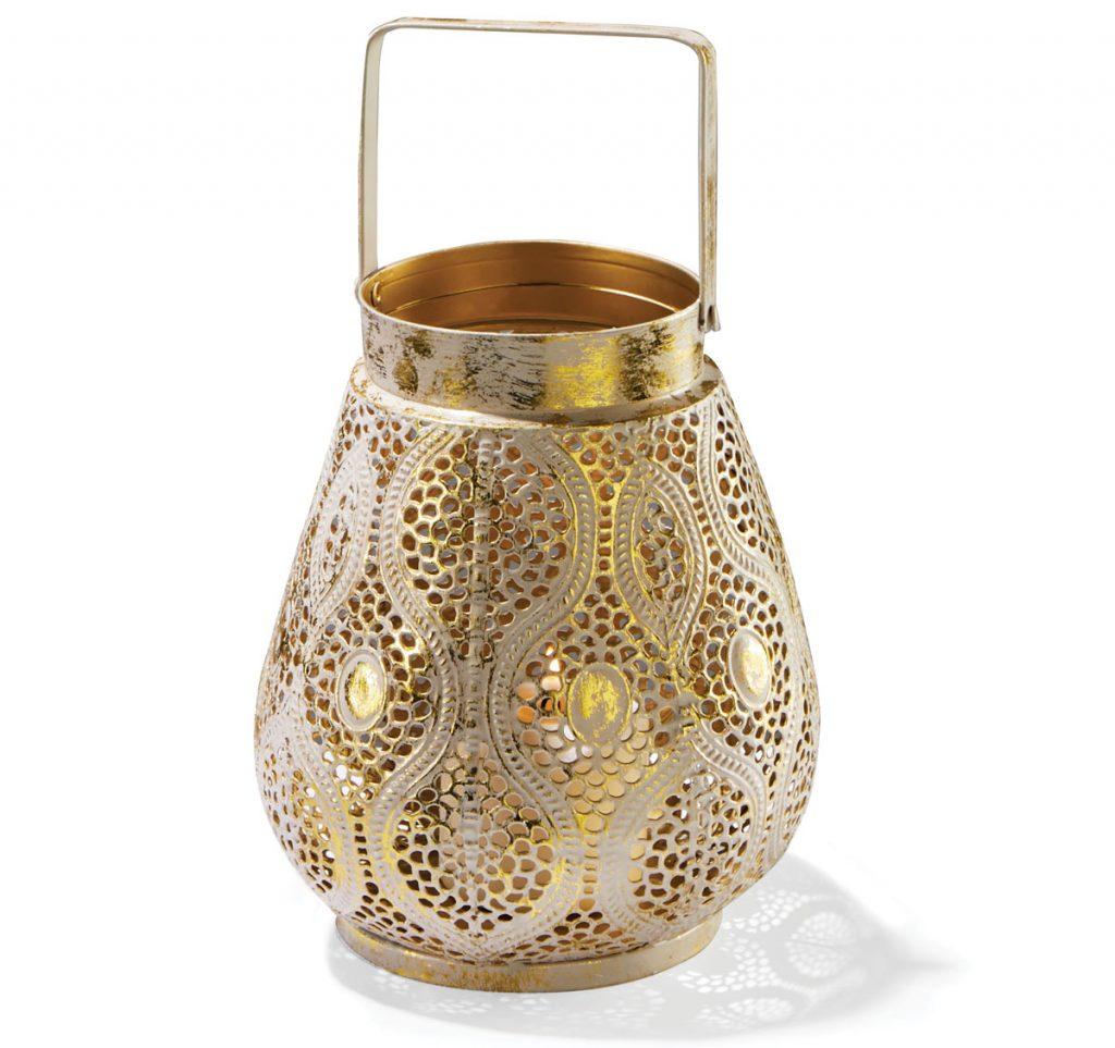 kovový lampáš v zlatej farbe